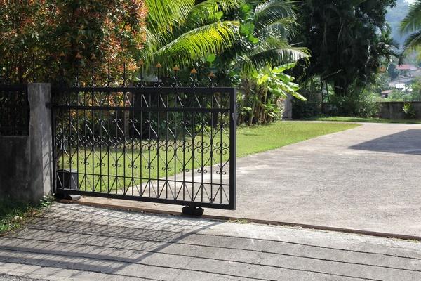 Quel portail choisir pour clôturer votre terrain ?