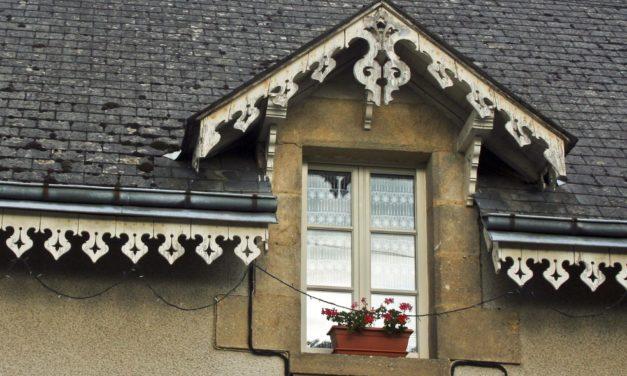 Que faut-il savoir sur le lambrequin de toit ?